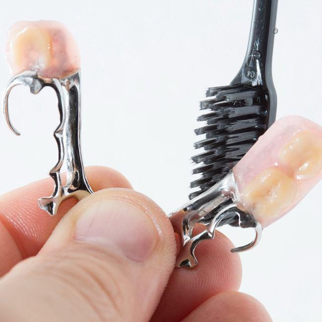 Reinigung der Zahnprothese