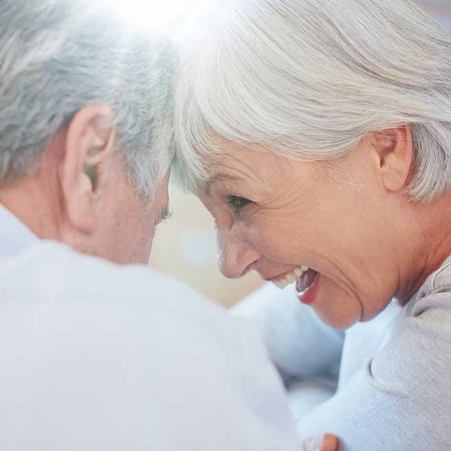 Lachendes Senioren-Paar | Protefix